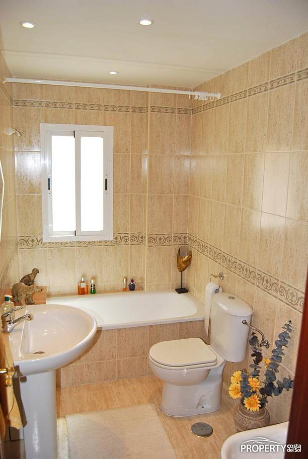 Duplex for sale benalm dena costa property costa del sol for Bathroom showrooms costa del sol